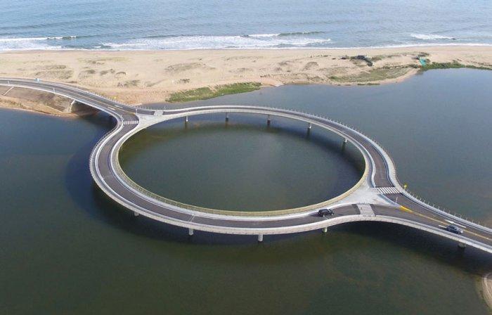 В Уругвае построен круглый мост