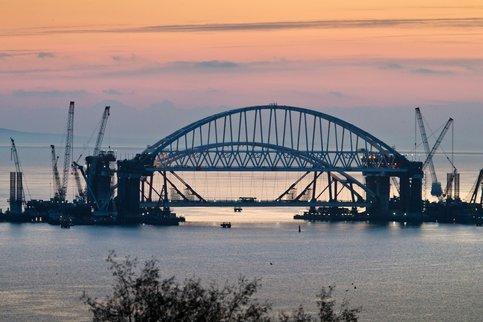 Автомобильную часть моста в Крым сдадут в мае